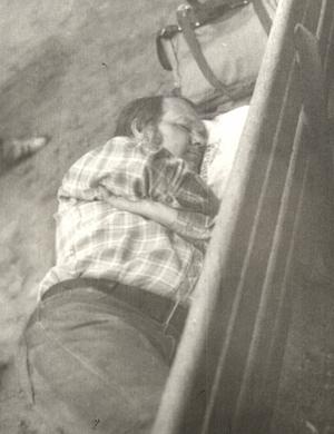 Дух Европы еще тогда: папа спит в парке Риги. Накрыло...