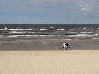 Одинокая Балтика.Двое