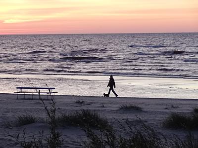 Одинокая Балтика. Двое на закате
